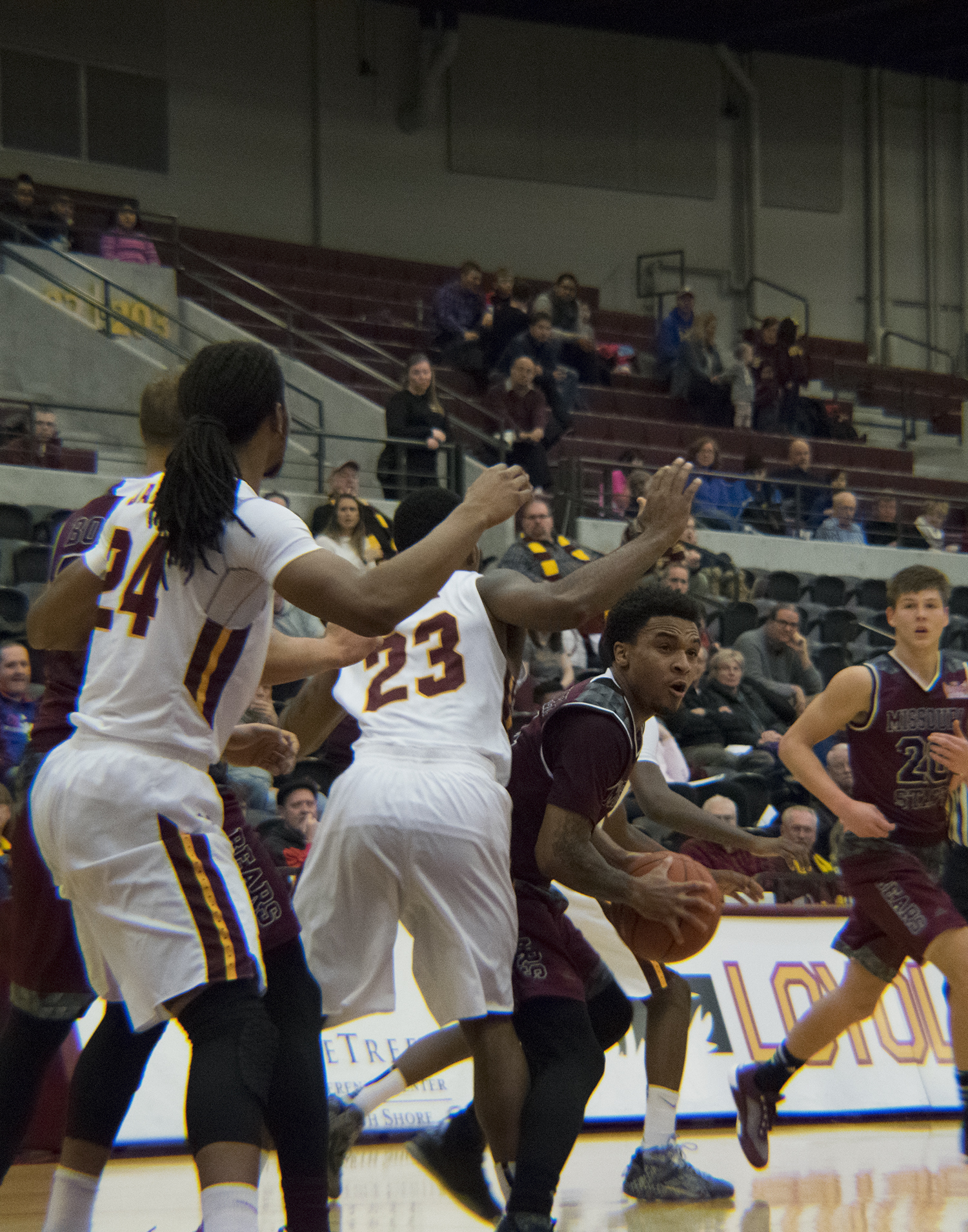 Miller's game-winning floater drops Loyola to 0-4 in ...